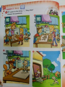 """Tras escuchar y observar la historia ilustrada """"The Gingerbread Man"""" los alumnos de Children 1 realizaron una craftivity (craft+activity) de escucha con el vocabulario esencial (partes del cuerpo) y el vocabulario Clil (los cinco sentidos)."""